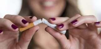 ผู้หญิงสูบบุหรี่